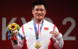 Люй Сяоцзюнь стал олимпийским чемпионом по тяжелой атлетике