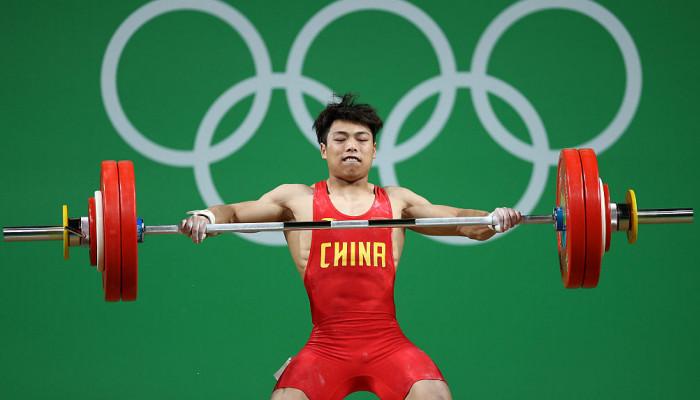 Чэнь Лицзюнь выиграл золото в тяжёлой атлетике, показав новый олимпийский рекорд