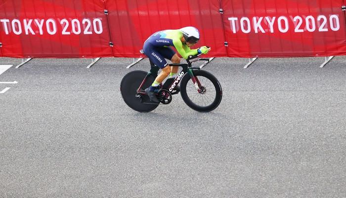 Словенец Роглич выиграл золото в индивидуальной велогонке с раздельным стартом