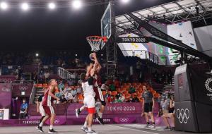 В Латвии прошло уличное шествие в честь олимпийских чемпионов по баскетболу 3х3