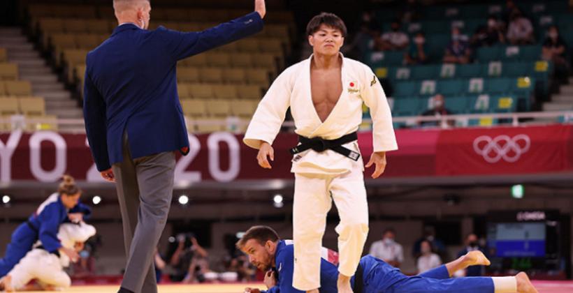 Хифуми Абэ завоевал золото в соревнованиях дзюдоистов