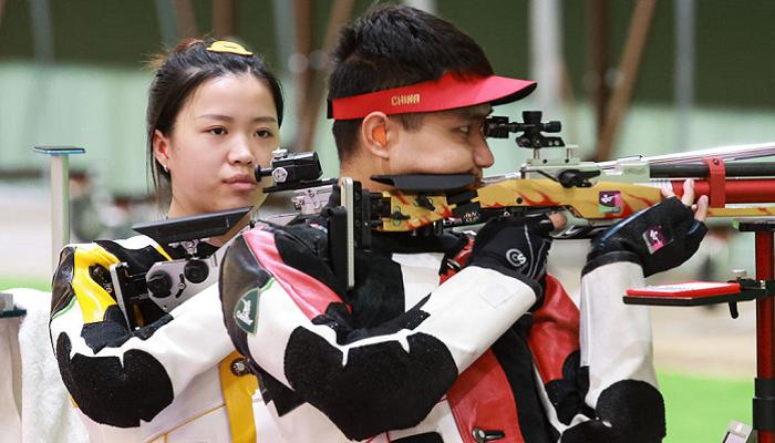 Китайцы Чн Хаожань и Ян Цянь выиграли золото Олимпийских игр в миксте по пневматической стрельбе из винтовки