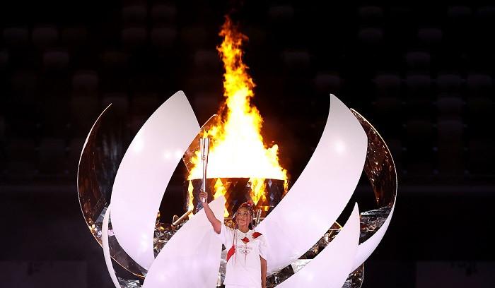 Наоми Осака — первая теннисистка, зажегшая огонь Олимпиады
