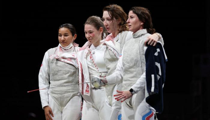 Команда ОКР стала первой в женских командных соревнованиях по фехтованию на рапирах