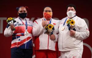 Китайская штангистка Ли Вэньвэнь стала олимпийской чемпионкой в весе свыше 87 кг
