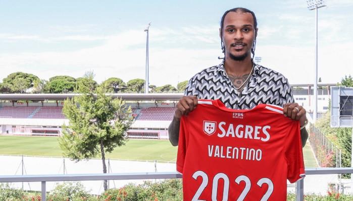 Валентино Лазаро продолжит карьеру в Бенфике