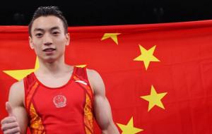 Китаец Цзоу Цзиньюан — олимпийский чемпион на параллельных брусьях