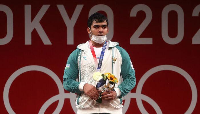 Акбар Джураев выиграл золото Олимпиады в тяжёлой атлетике