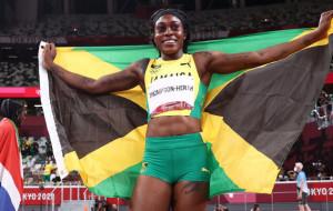 Элейн Томпсон выиграла золотую медаль в беге на 200 метров