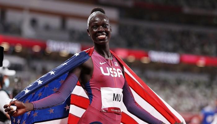Атинг Му выиграла золото Олимпийских игр в беге на 800 метров