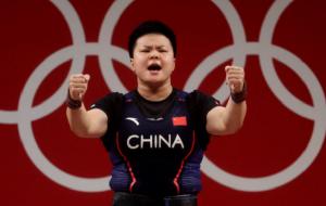 Ванг Чжоуюй завоевала золото Игр в соревнованиях тяжелоатлетов