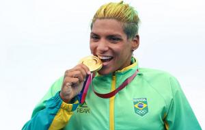 Анна Марсела Кунья стала олимпийской чемпионкой по плаванию на открытой воде на 10 км