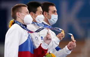 Син Джи-хван завоевал золото в опорном прыжке