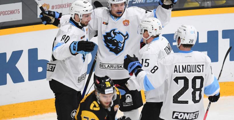Большаков, Денисов, Когалев и еще 22 хоккеиста отправились с минским Динамо на выездную серию