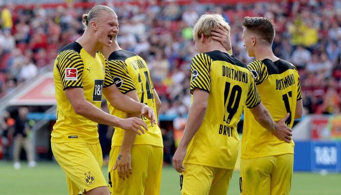 Дортмундская Боруссия в матче-триллере обыграла в гостях Байер