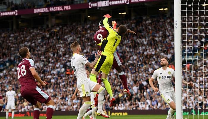 Вест Хэм Юнайтед в гостях одержал волевую победу над Лидсом