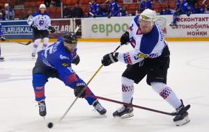 Локомотив на своем льду не оставил шансов Бресту