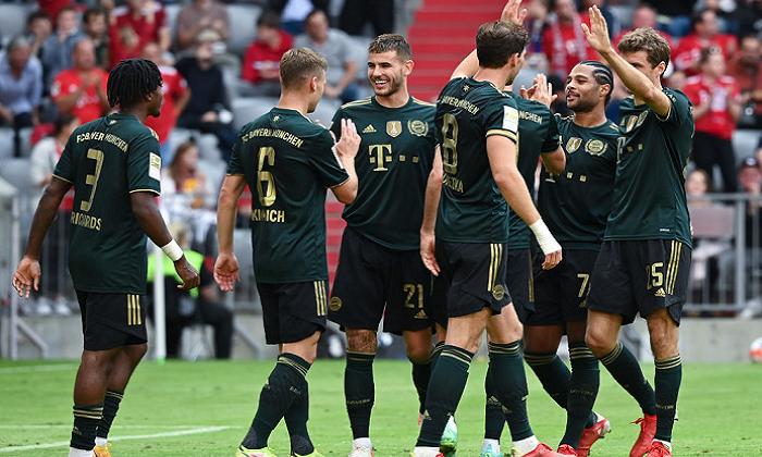 Бавария на своем поле уничтожила Бохум, забив семь мячей
