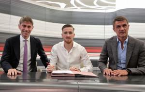 Алексис Салемаекерс официально продлил контракт с Миланом