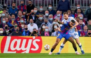 Гол Пике помог Барселоне минимально у себя дома обыграть киевское Динамо