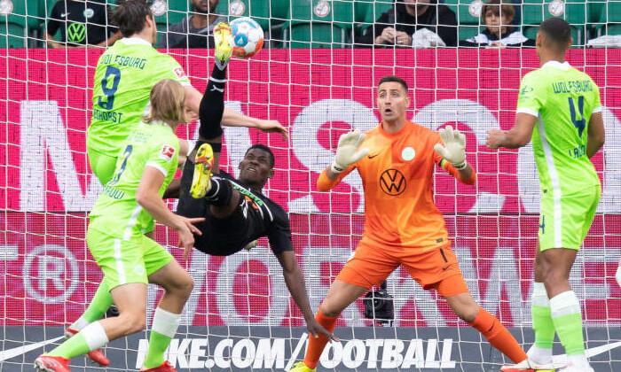 Два быстрых гола помогли Борусии М обыграть в гостях Вольфсбург