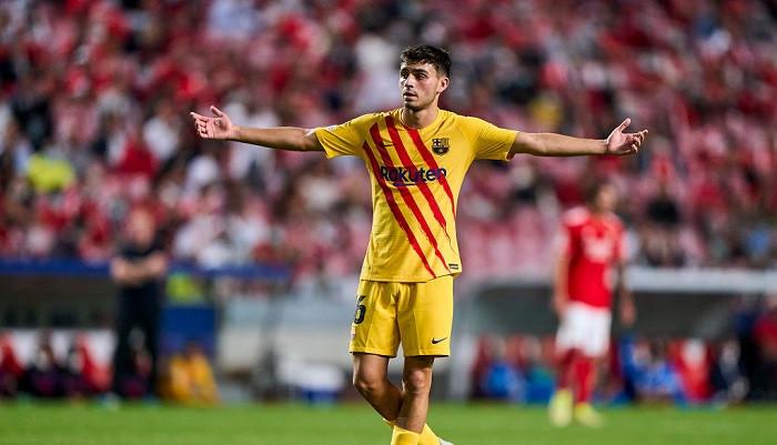 Педри официально продлил контракт с Барселоной