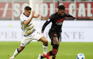 Милан в концовке дожал Верону и возглавил Серию А