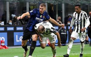 Гол Дибалы с пенальти помог Ювентусу избежать поражения от Интера