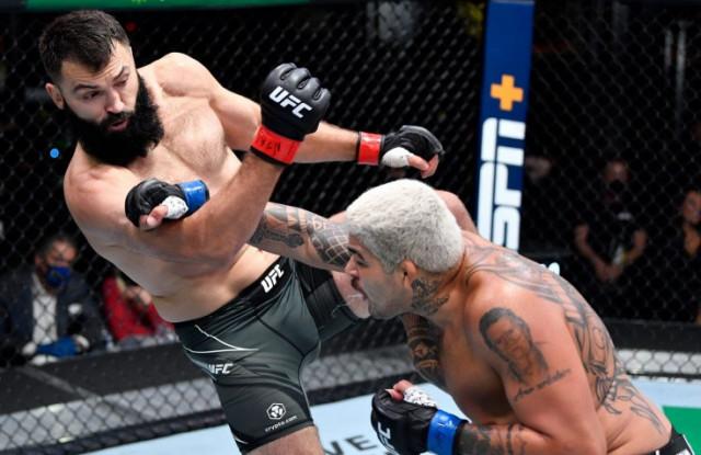Андрей Орловский решением судей победил Карлоса Фелипе и одержал 21-ю победу в UFC